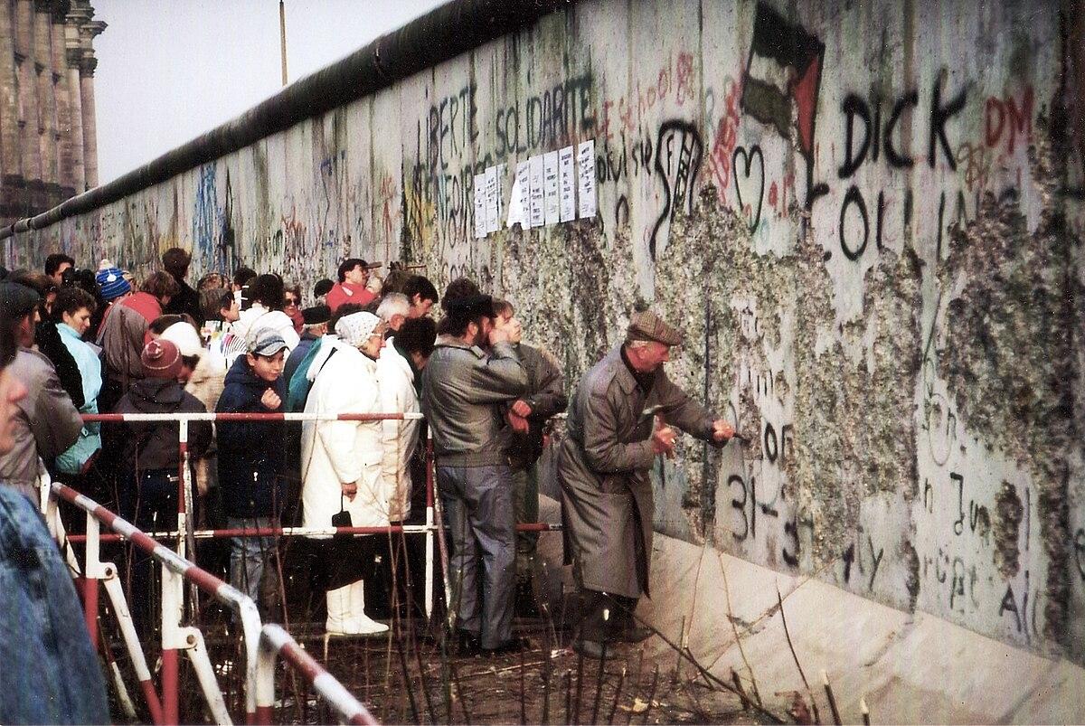 Mauer nahe Reichstag.jpg