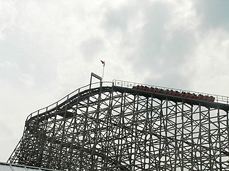 Mighty Canadian Minebuster - Mighty Canadian Minebuster going up to its lift hill