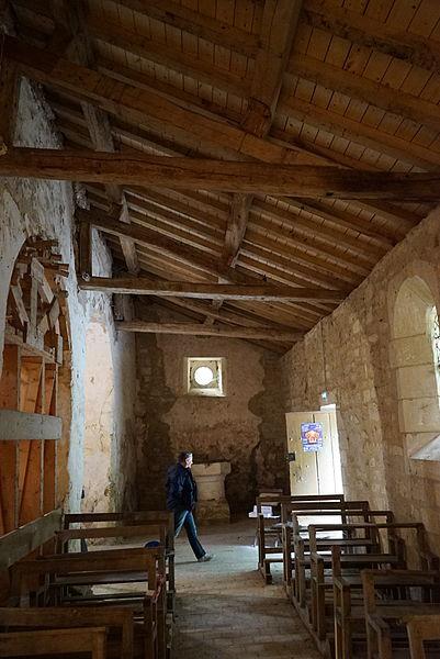 Chapelle Saint-Aubin de Moëslains, la toiture neuve et les renforts de l'arc datant du cruesement du canal du lac du Der qui a asseché les ruisseaux .