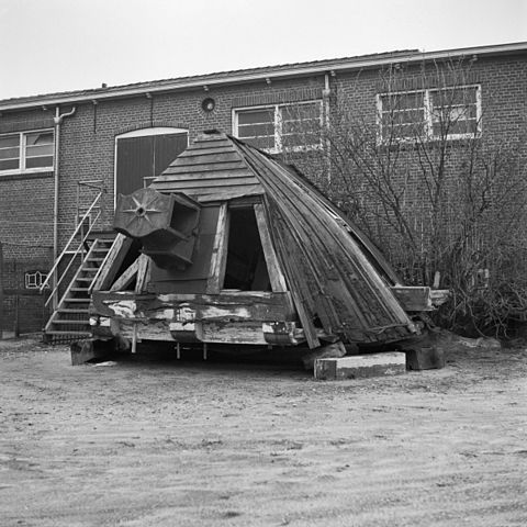 File:Molen, kap naast de molen - Harkstede - 20101569 ...