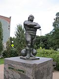 Monument Louis Cyr 09.JPG
