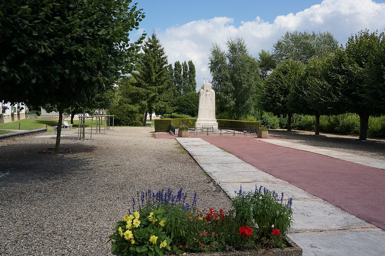 Monument aux morts 00016.JPG
