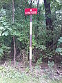 Morysin - jedna z tablic określających granice rezerwatu przyrody.jpg