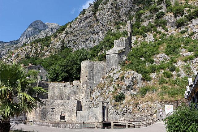 Котор. Городская крепостная стена