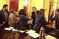 Néstor Kirchner saluda a los asistentes a una reunión en Casa Rosada.jpg
