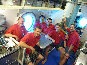 NEEMO 14 crew with hab techs.jpg