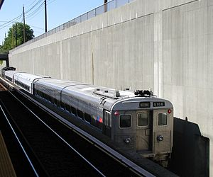 Arrow (railcar) - An NJT Comet IB in 2008