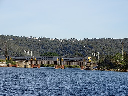 NSW TrainLink V Set Gosford Bound (35964879133)