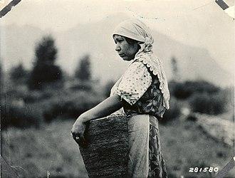 Native American women in Colonial America - Native American woman at work