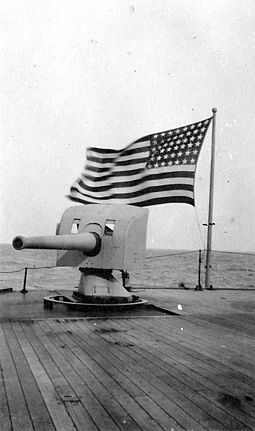 A 4-inch (102 mm) gun on Kroonland, one of the first seven defensively armed American merchant ships Naval gun, U.S. flag on USS Kroonland, March 1919.jpg