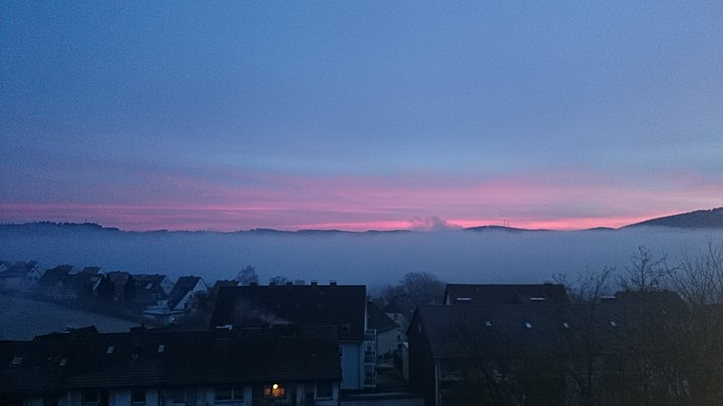 File:Olpe im Nebel.jpg