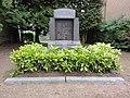 Origny-en-Thiérache (Aisne) monument aux morts à coté de l'église.JPG
