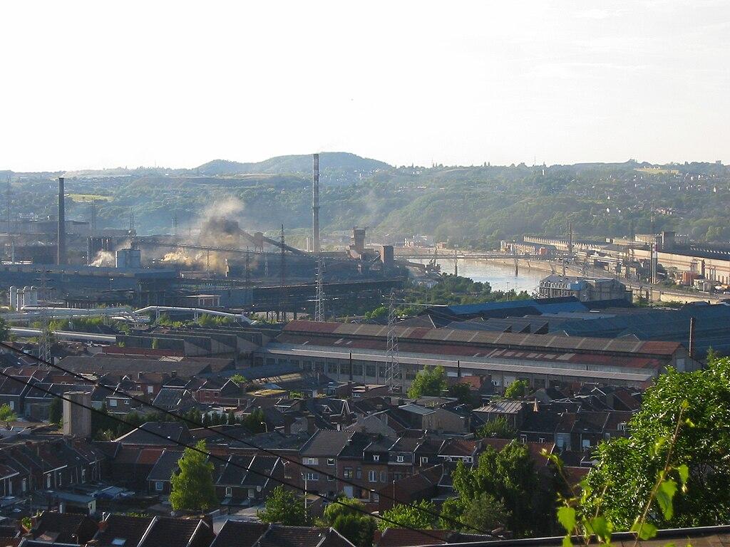 Pembuatan baja di sepanjang Sungai Meuse di Ougrée, dekat Liège