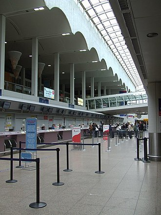 Glasgow Airport - The atrium and bridge linking the Basil Spence building with the extension