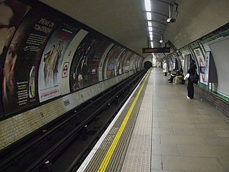 Oval tube station - Image: Oval station northbound look south