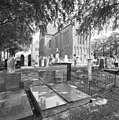 Overzicht noordwestgevel met kerkhof - Zuidbroek - 20365239 - RCE.jpg