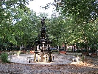 Saint Henri Square - Image: Parc Saint Henri 05