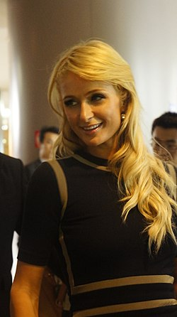 Paris Hilton in Shanghai Pudong Super Brand Mall - 7.JPG