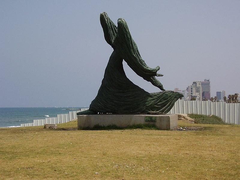 הפסל אשה נגד הרוח של אילנה גור