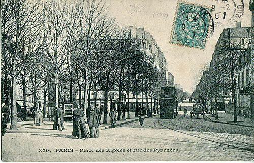 Place des Rigoles et rue des Pyrénées.jpg