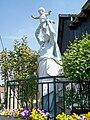 Plailly (60), la Vierge à l'Enfant, statue en métal de 1908, rue de la Libération.jpg