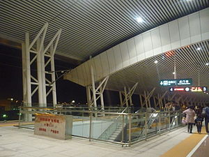 Platforms 3 & 4 of Humen Station.JPG