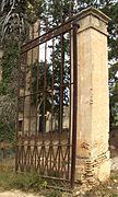 Porta d'entrada a l'hort de la Torre Luengo.jpg