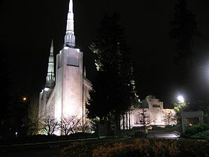 Portland Oregon Temple - Image: Portland Temple at night
