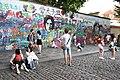 Praha-turisté-u-Lennonovy-zdi2019a.jpg