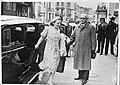Prinses Juliana verlaat een auto in Londen, Bestanddeelnr 934-8273.jpg