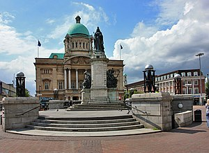 Hull City Hall - Statue of Queen Victoria and Hull City Hall