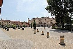 Racconigi, piazza Carlo Alberto (01).jpg