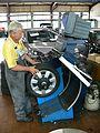Radauswuchtmaschine 02 (fcm).jpg