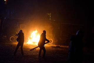 Radically oriented protesters throwing Molotov cocktails in direction of Interior troops positions. Dynamivska str. Euromaidan Protests. Events of Jan 19, 2014.jpg