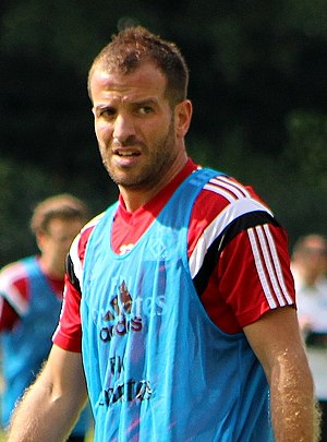Cristian chivu wikivisually rafael van der vaart van der vaart at practice with hsv in 2014 thecheapjerseys Image collections