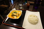 Red curry chicken and rice, Meiwenti, 53 Rue de Richelieu, 75001 Paris, January 2016.jpg