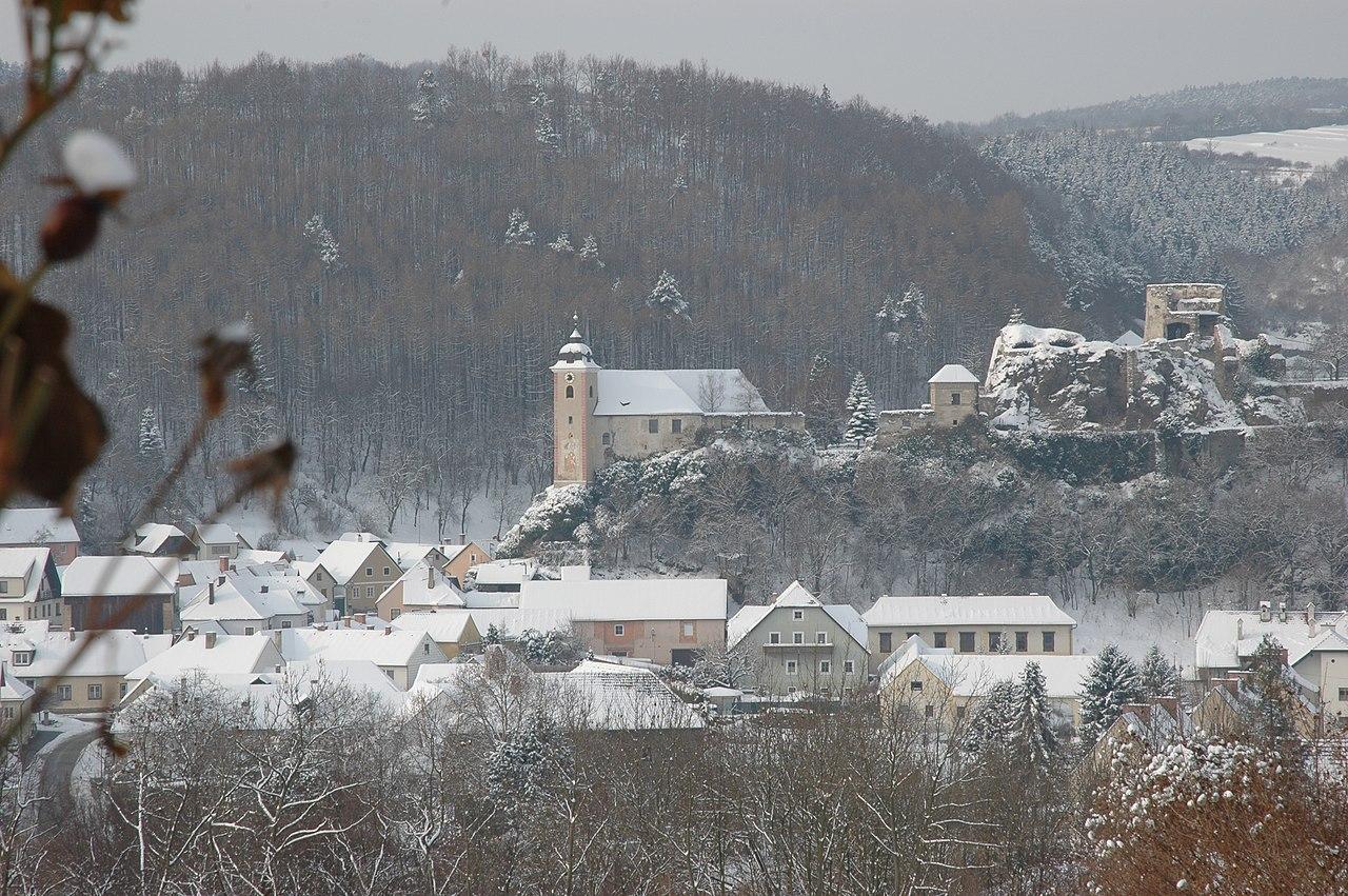 1280px-Rehberg_im_Winter.JPG
