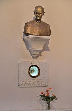Relikwiarz z sercem oraz popiersie ks. Ignacego Kłopotowskiego Bazylika katedralna Świętych Michała i Floriana w Warszawie.JPG