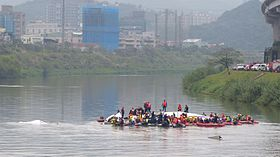 Rescue Team Searching Crashed B-22816 in Keelung River 20150204b2.jpg