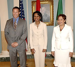 Patricia Espinosa - Espinosa (right) with Condoleezza Rice and Peter Mackay