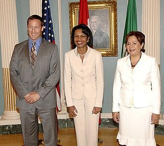 Patricia Espinosa - Espinosa (right) with Condoleezza Rice and Peter Mackay