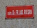 Riegrovo náměstí 51, tabule s názvem nám. Dr. Fr. Lad. Riegra.jpg