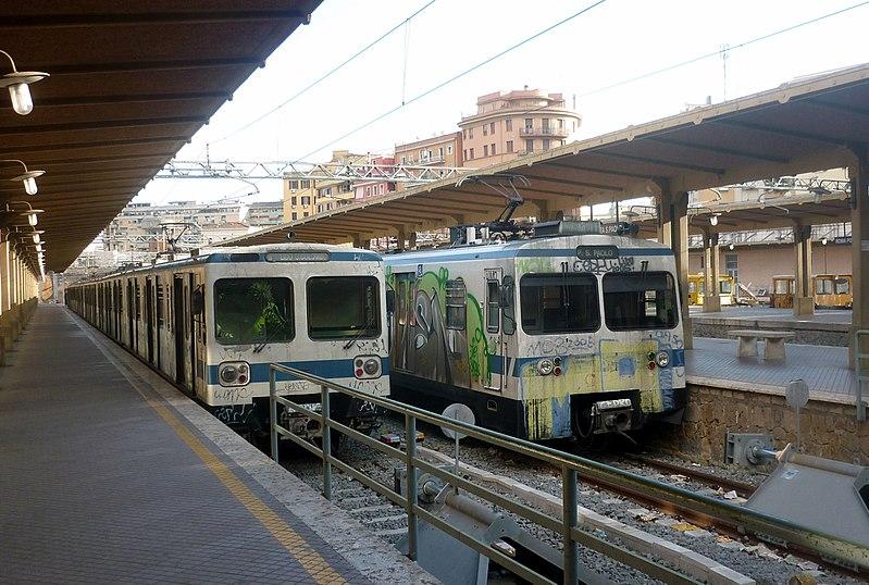 File roma ostia vecchi treni jpg wikipedia for Interno 1 ostia