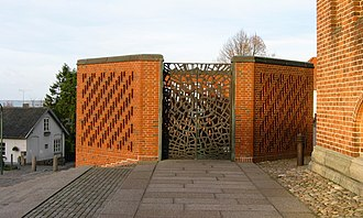 Sven Havsteen-Mikkelsen - Bronze gates (1985) to Frederik IX's Mausoleum, Roskilde