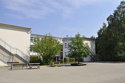 Südhof und Hauptgebäude.JPG