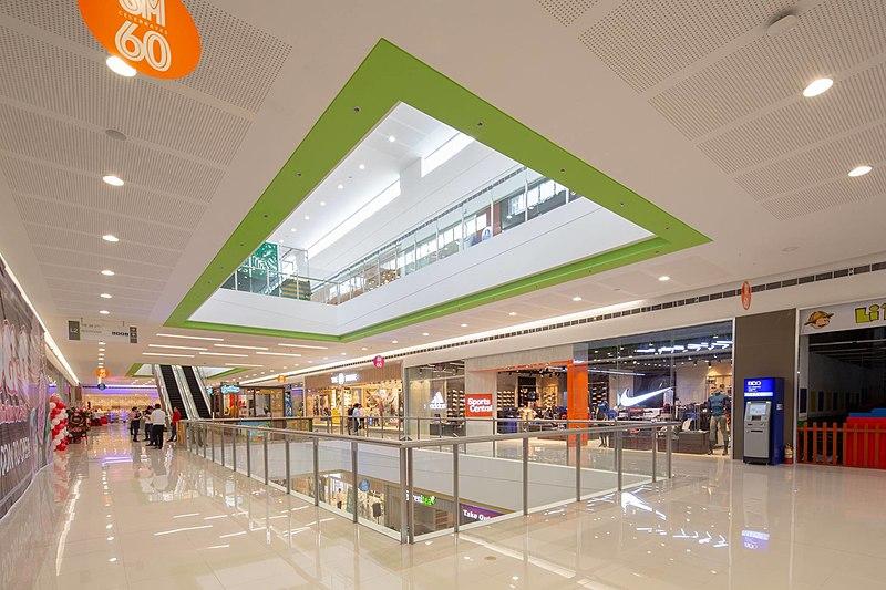 File:SM City Legazpi Interiors 1.jpg