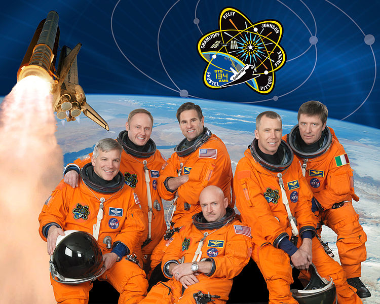 Súbor:STS-134 Official Crew Photo.jpg