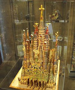 Sagradafamilia-model background adj.jpg