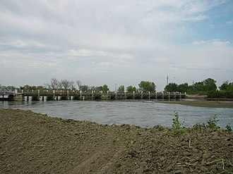 San Joaquin River - The San Joaquin at Mendota Pool during the high flows of April 2006