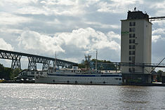 Schleswig-Holstein, Hochdonn, Fähranleger am N-O-Kanal; das Motorschiff Brahe lag dort als Hotelschiff für Wacken Open Air 2015 NIK 5369.jpg